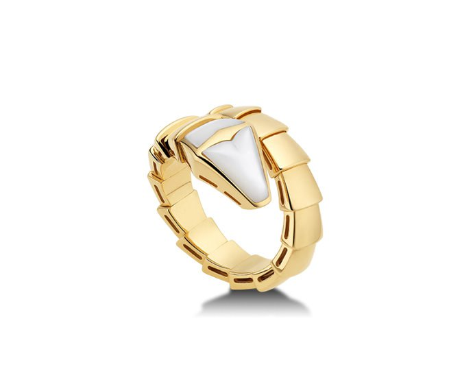 Bulgari - Ring in yellow gold 18 K and mother-of-pearl
