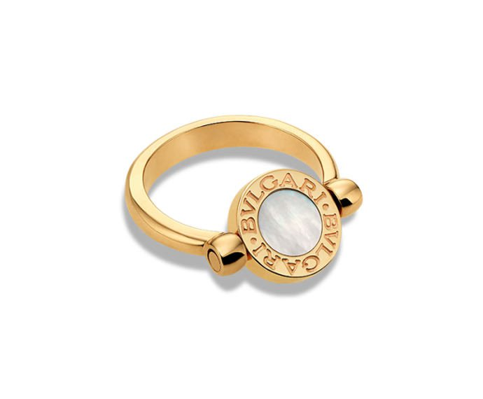 Bulgari - Flip ring in yellow gold 18 K with mother-of-pearl and onyx
