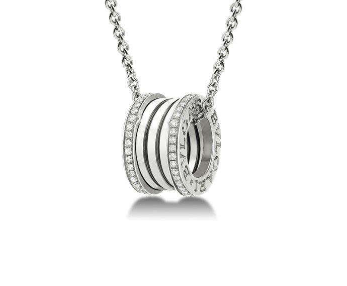 Bulgari - Pendant with chain in white gold 18 K with pavé of diamonds