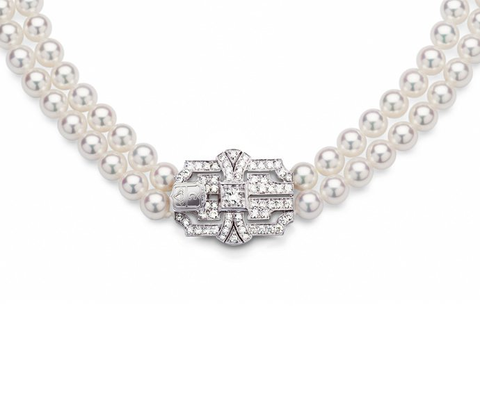 Calderoni - String of pearls with white gold and diamonds clasp