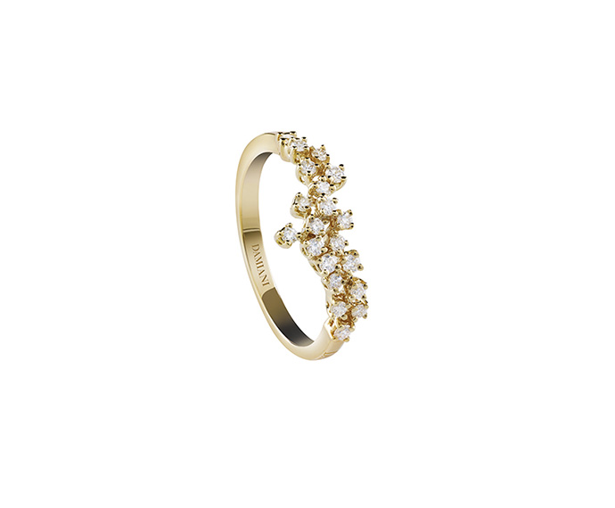 Yellow gold with diamonds ring