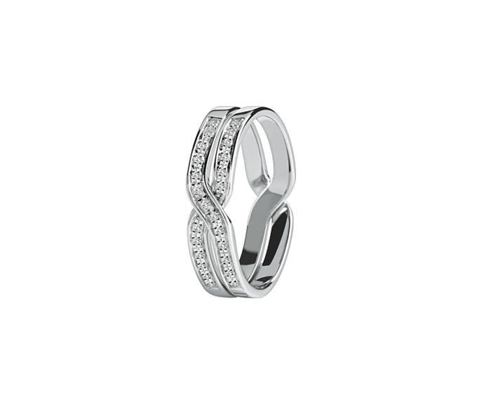 - White gold and diamonds ring
