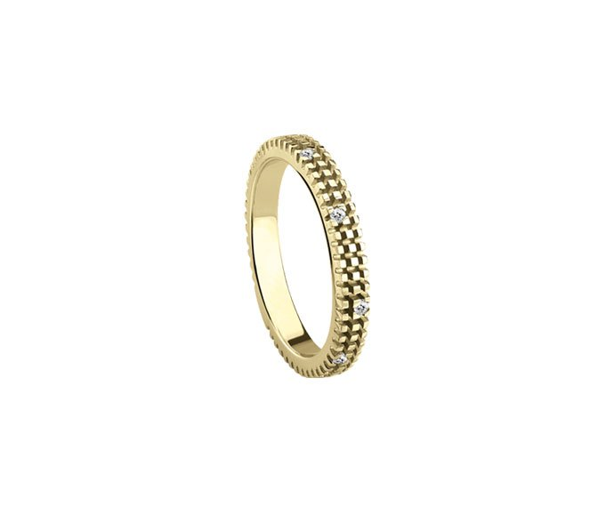 - Yellow gold and diamonds ring